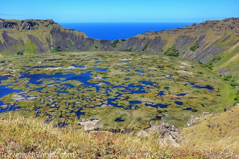 目前見過最美麗的火山湖, 那些植物的顏色真的是很奇妙. 很難形容.