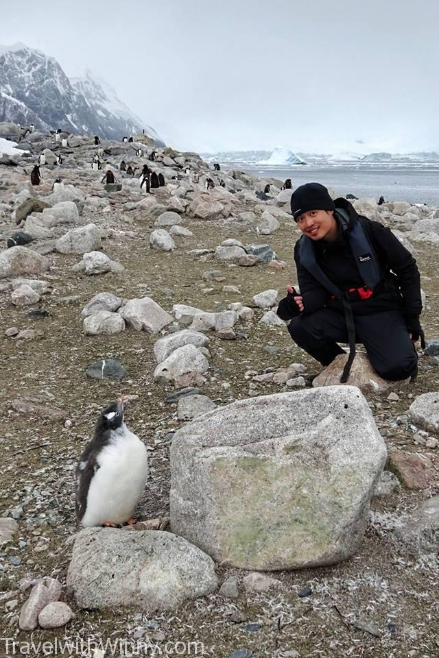 後來還是有找到願意跟我們合照的企鵝啦~ (笑)