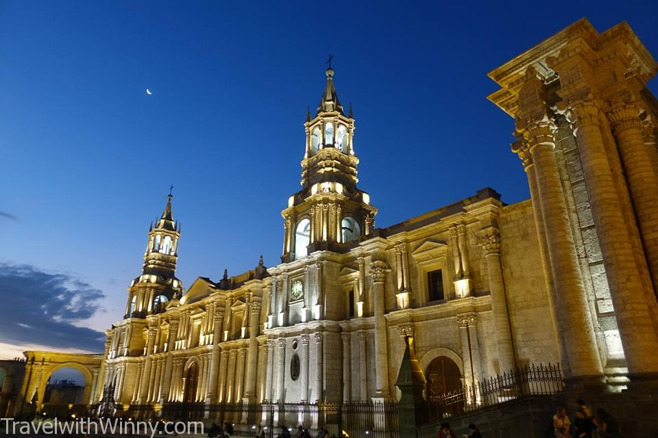 夜晚教堂 cathedral night time