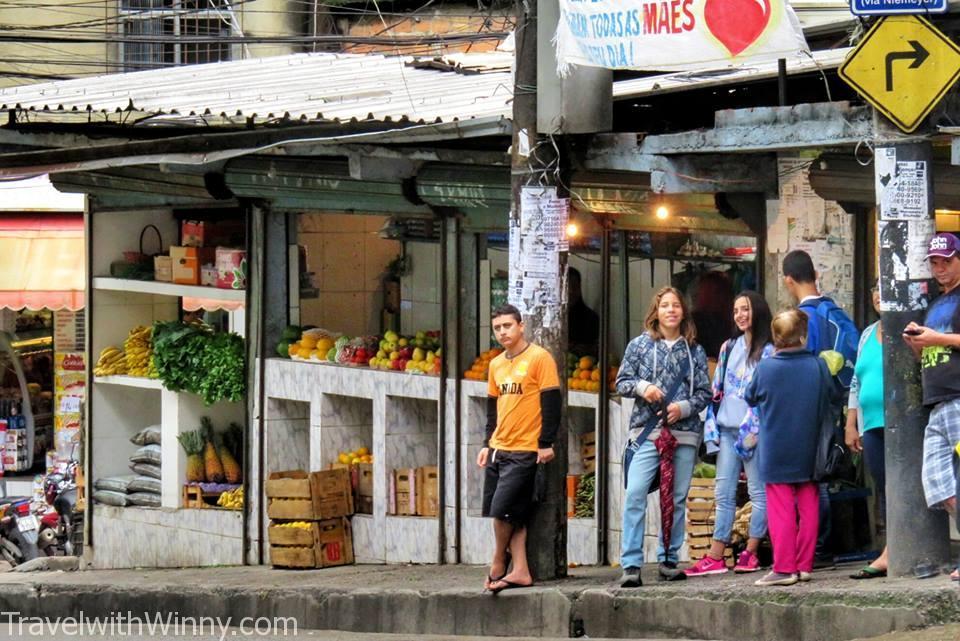 Main street, Favela
