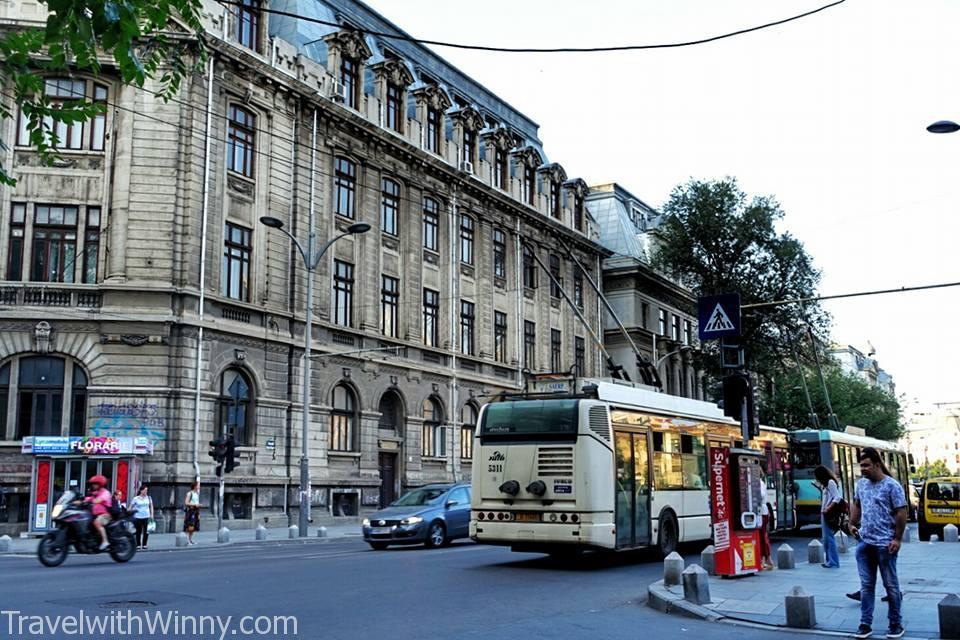 這個城市有完善的地鐵,電車以及公車系統。畢竟這裡是歐洲人口第六大城市