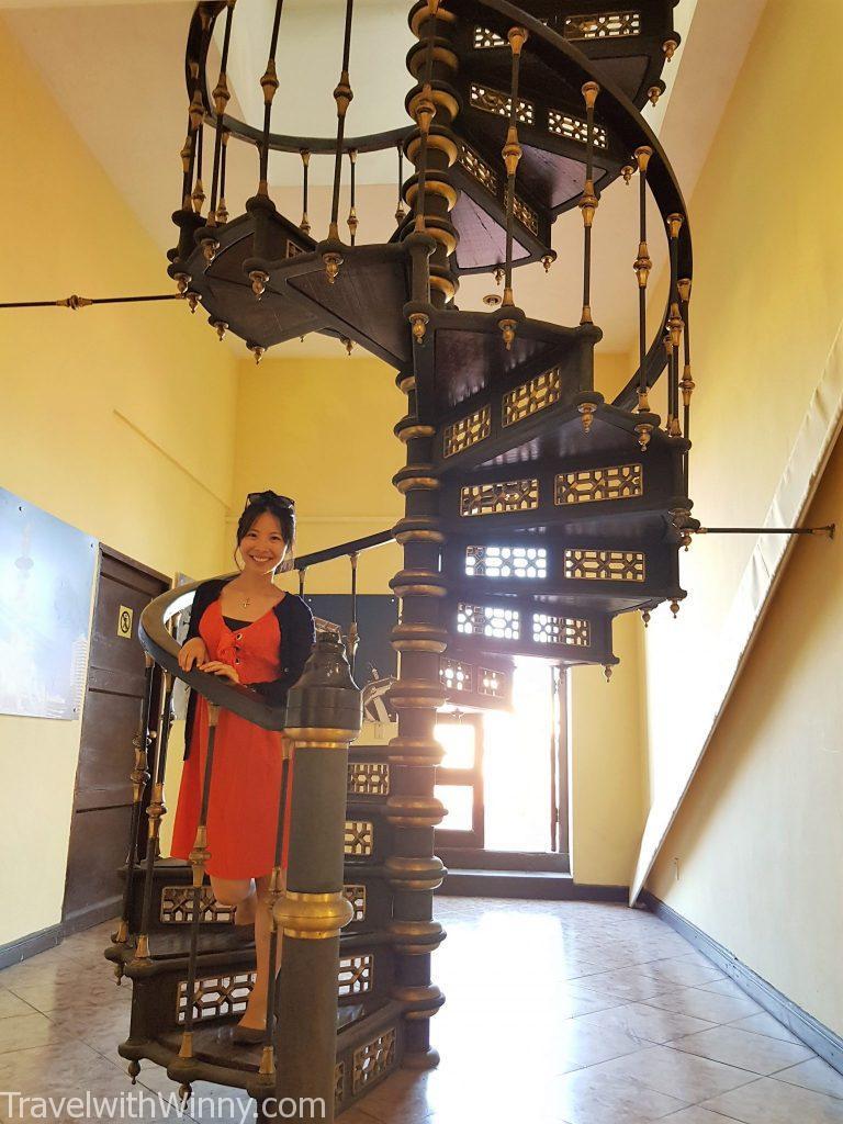 spiral stairs 旋轉樓梯