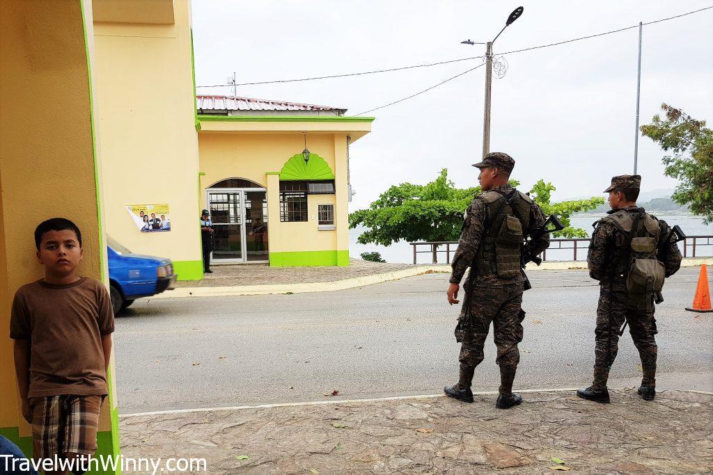 中美洲旅遊 Police 警察 瓜地馬拉 backpacking in central america