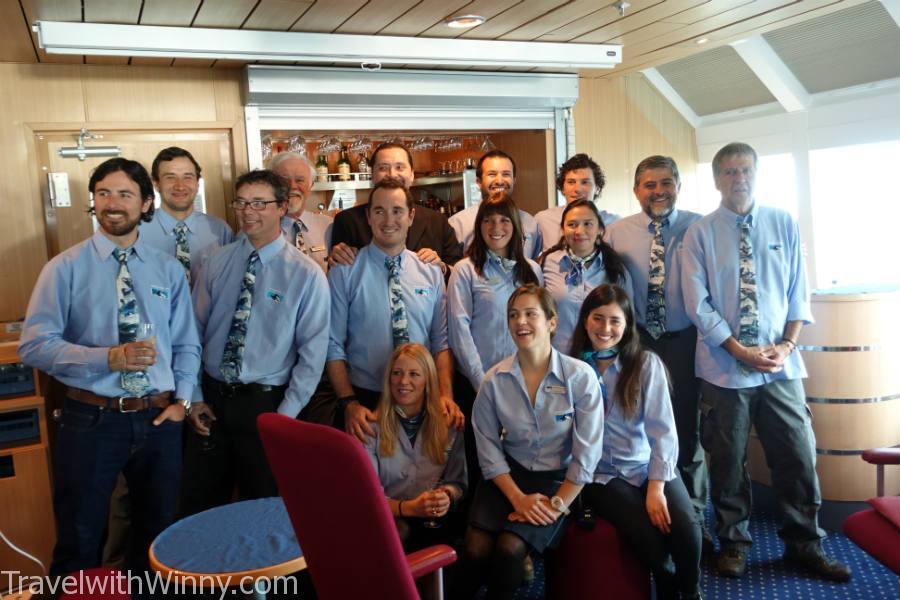 在最後一晚上感謝所有員工的辛勞, 讓我們全部的人擁有個美好的旅程! 這也是這家南極公司的最後一季, 之後大家都可以回家放假囉~