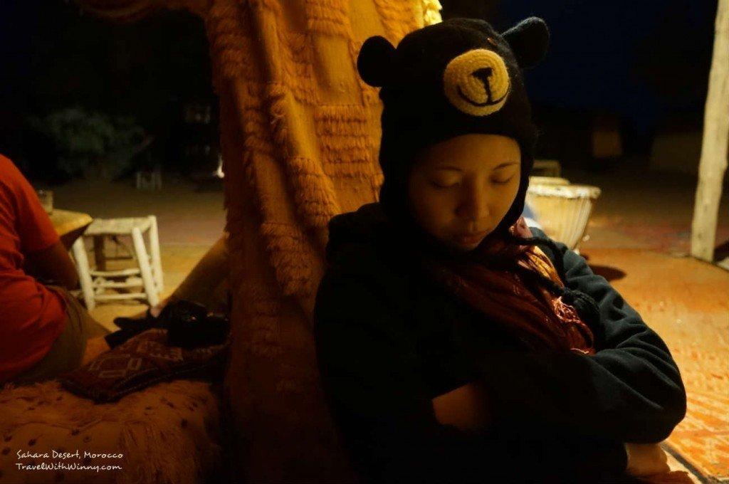 累得要死的我正在等晚餐...