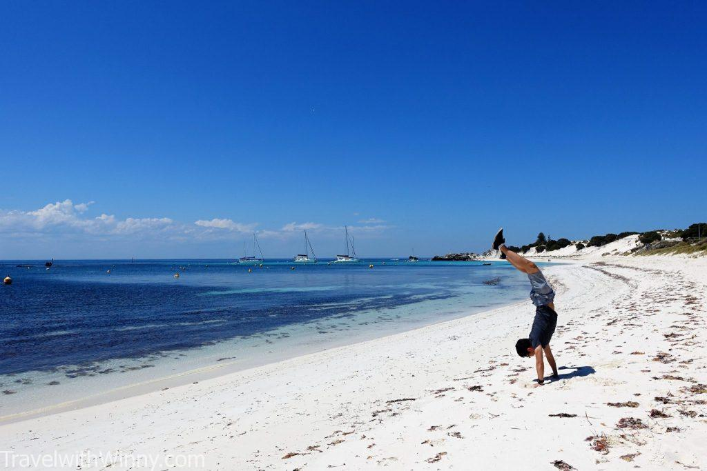 Rottnest Island 羅特尼斯島 australia beach 澳洲 海灘 hand stand