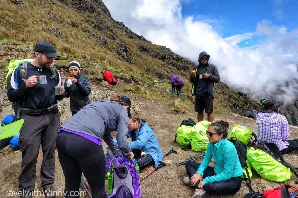 陸陸續續大家都到達了山頂, 一起享用熱茶跟三明治.