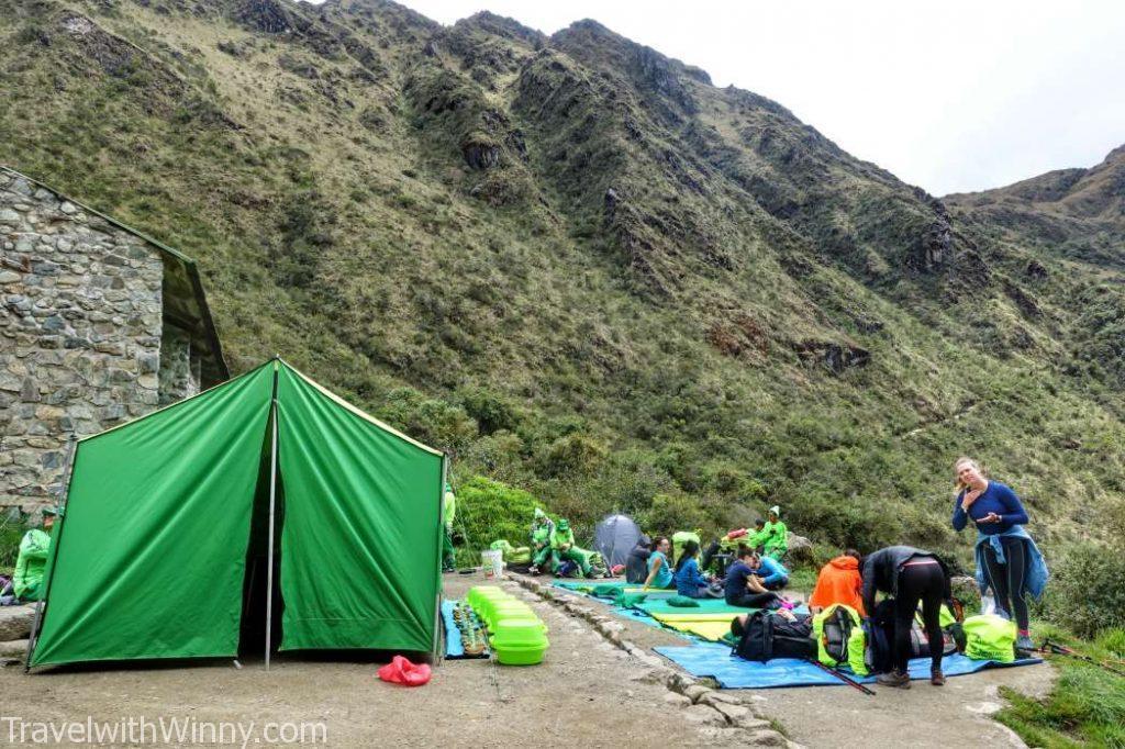 green tent 綠色帳篷