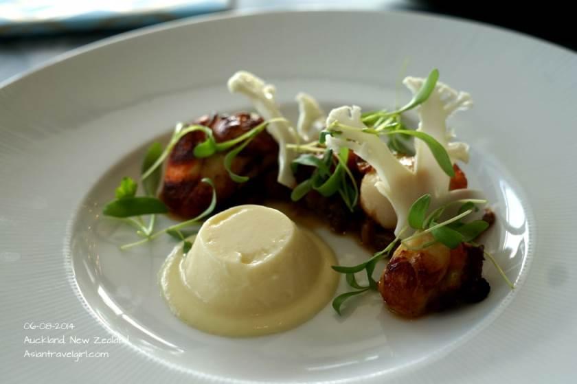 GRILLED SPIRITS BAY SCALLOPS- cauliflower, macadamia shrimp sambal