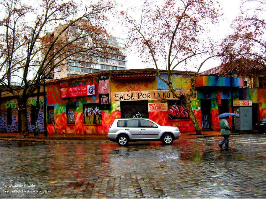 拉丁南美洲的街上有許多漂亮色彩豐富的建築物!