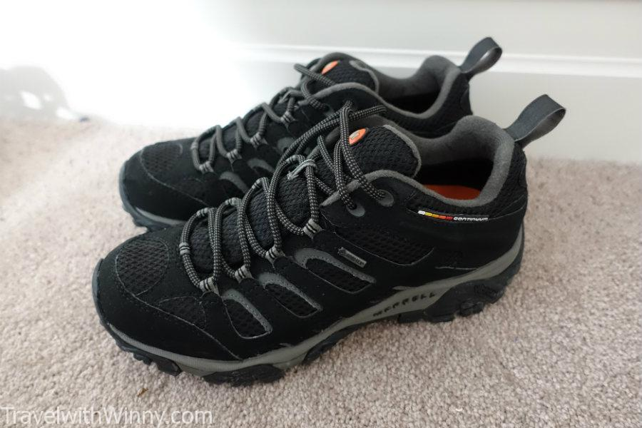 hiking shoes that looks nice.