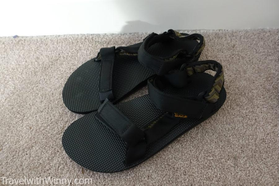 Light-weight sandal