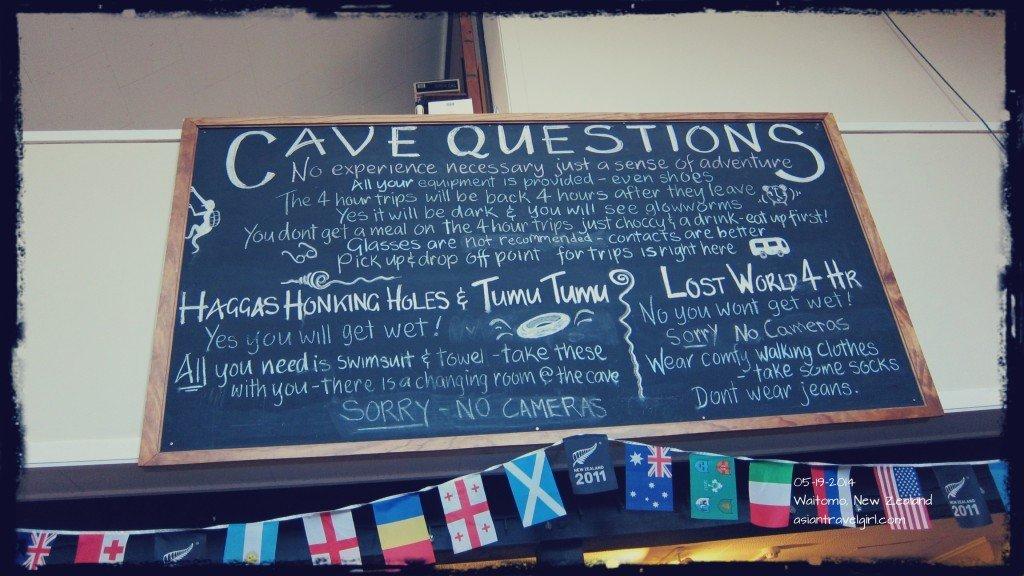 等待區裡面有個小咖啡廳, 天花板上的大黑板會回答你所有的疑問